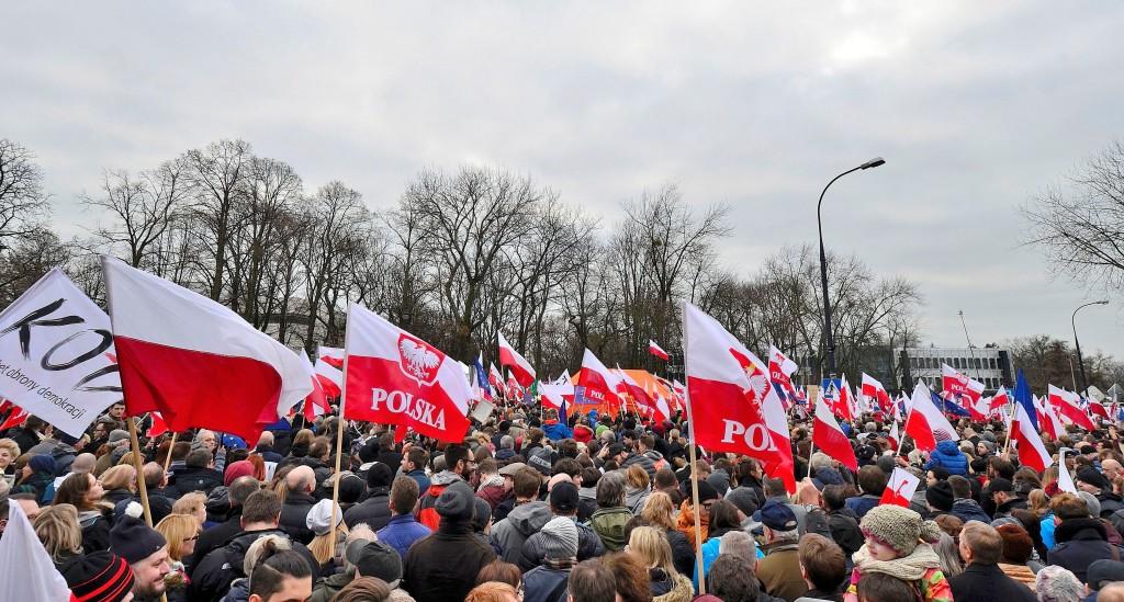 Demonstracja_Komitet_Obrony_Demokracji_KOD_Warszawa_19_grudnia_2015_01